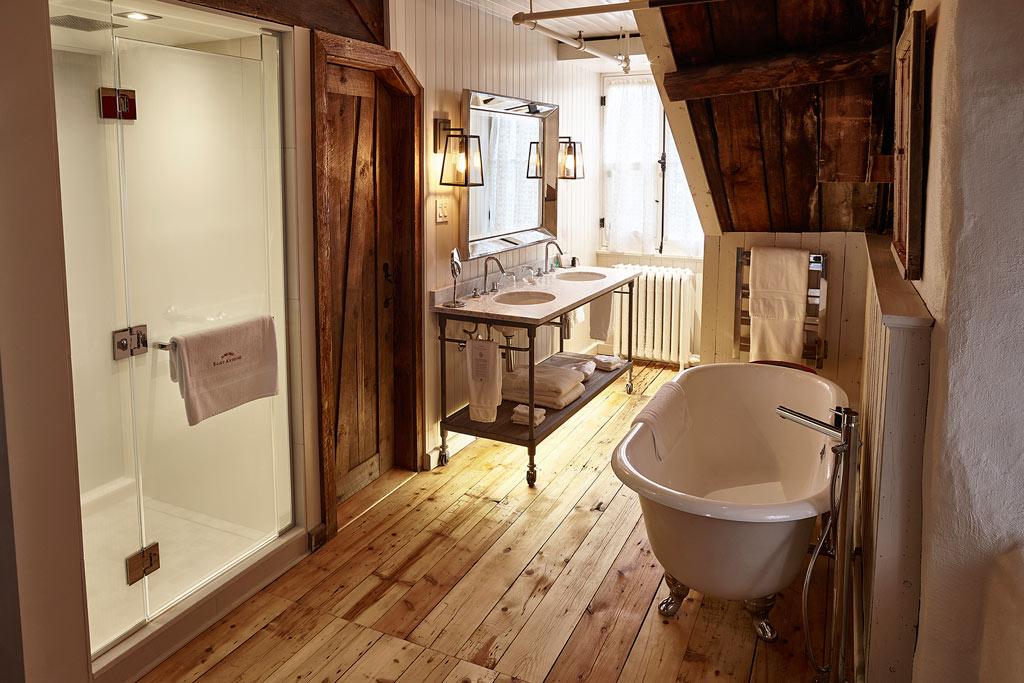 Du Jardin Suite Bathroom at the Auberge Saint-Antoine