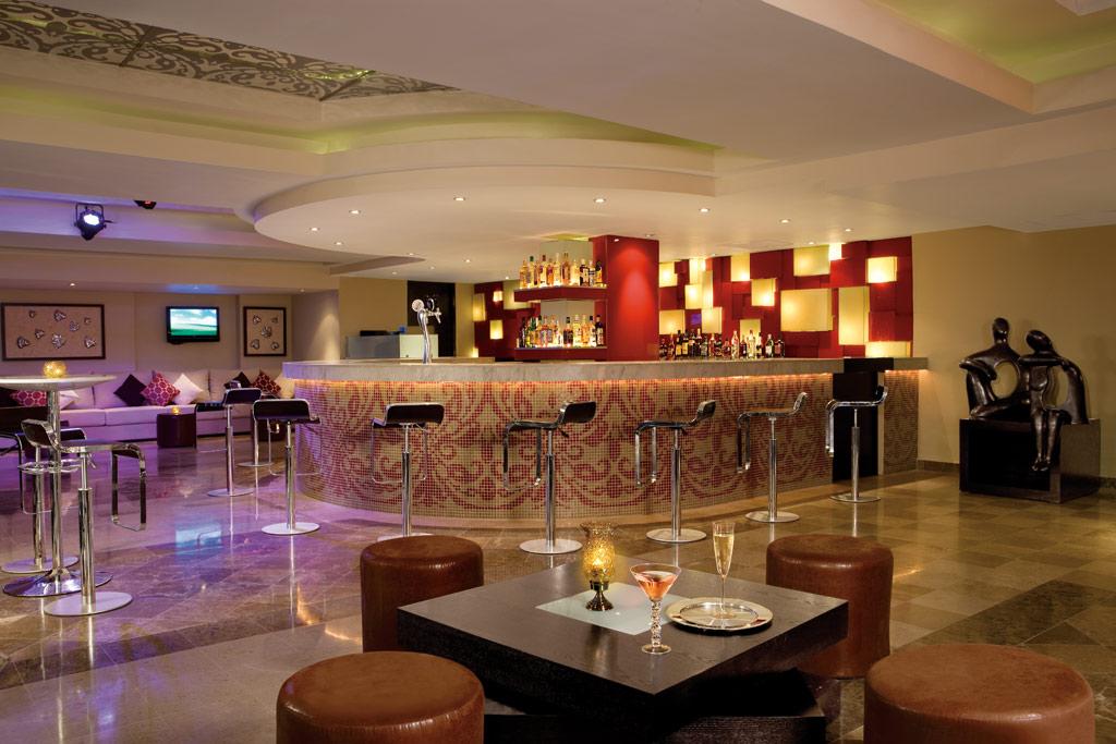Bar at Dreams Puerto Aventuras, Puerto Aventuras, Mexico