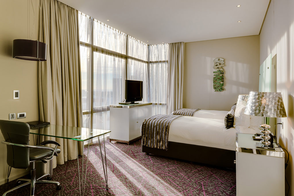 Executive Twin Guest Room at Marriott Crystal Towers, Cape Town, South Africa