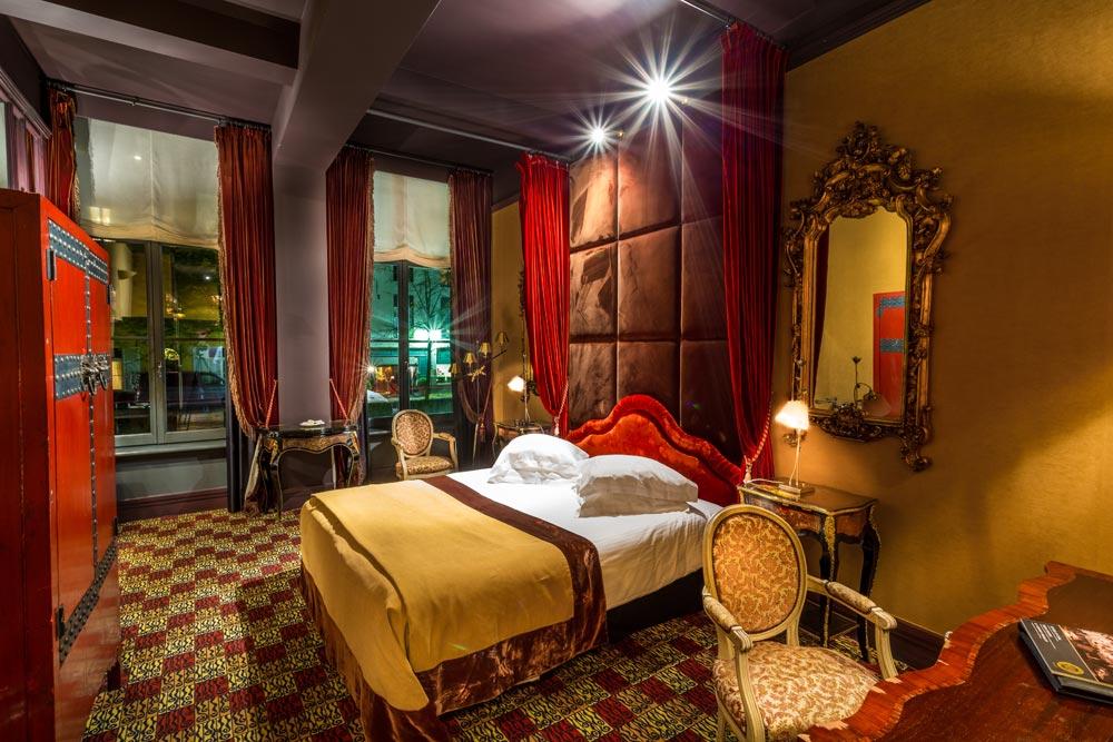 Guestroom at Die Swaene, Belgium