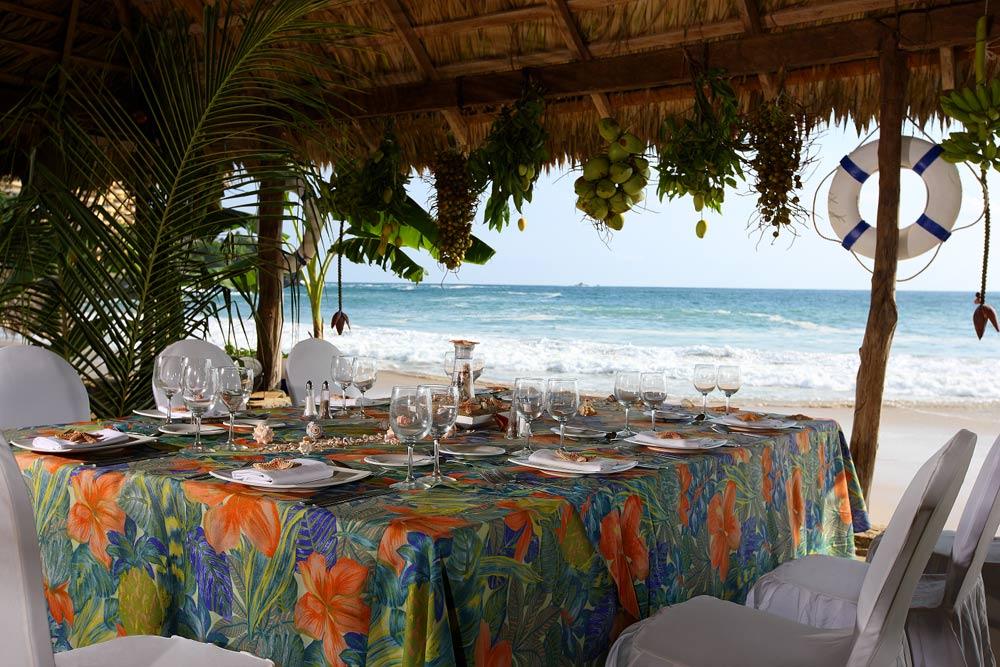 Beach Dining at Las Brisas Ixtapa, Mexico