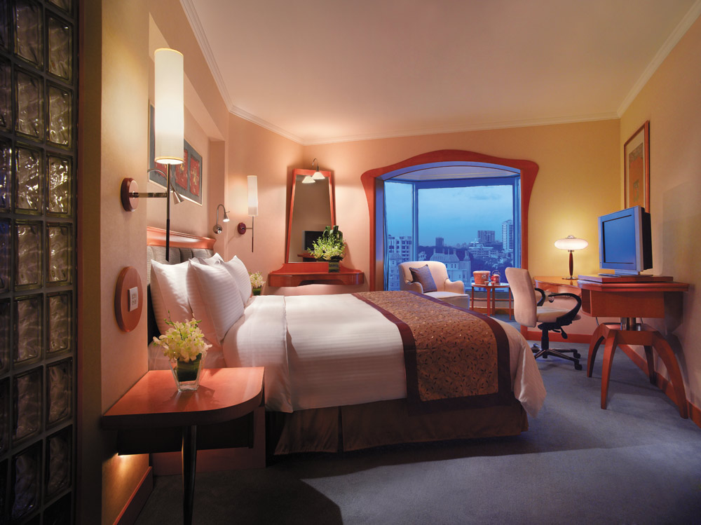 Guestroom at Shangri-La Hotel Singapore, Singapore
