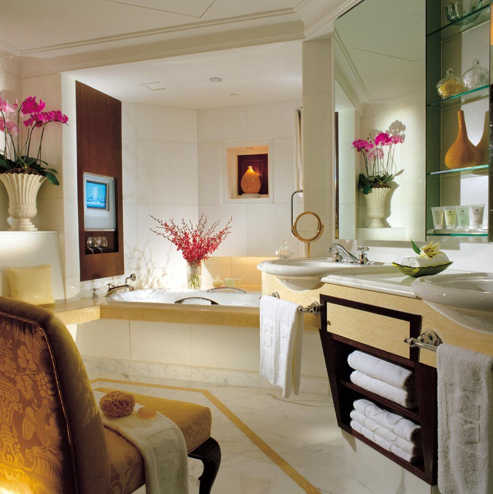 Suite Bath at Shangri-La Hotel Singapore, Singapore