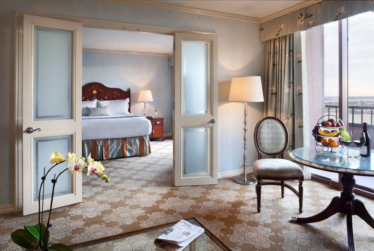 Windsor Court Hotel Guest Room
