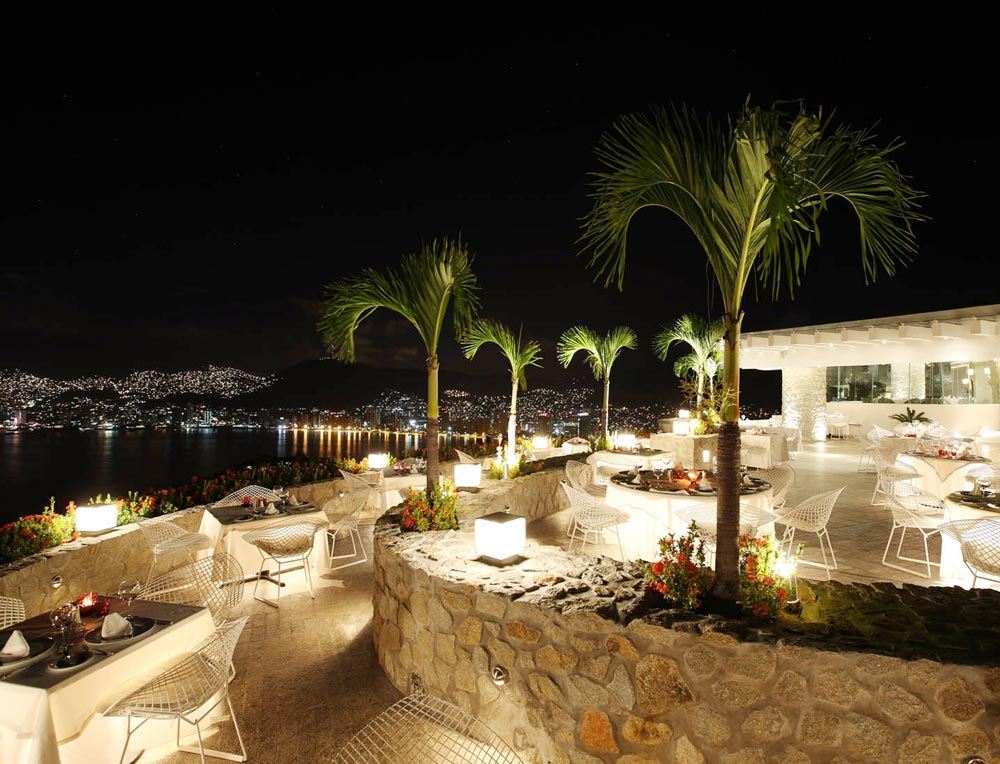 Dining at Las Brisas Acapulco HotelMexico