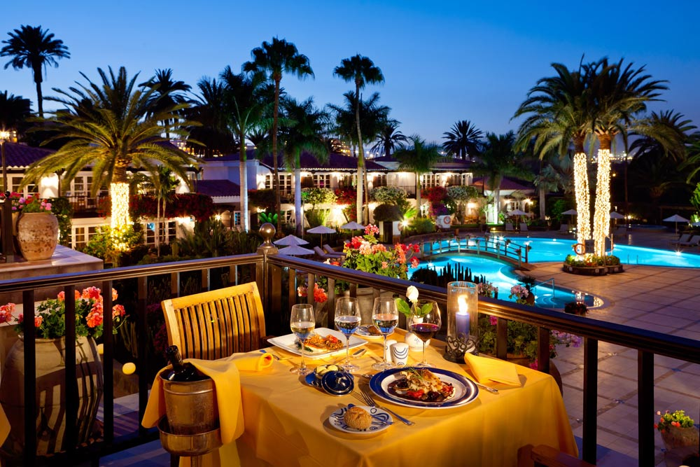 Dining Poolside at Seaside Grand Hotel Residencia