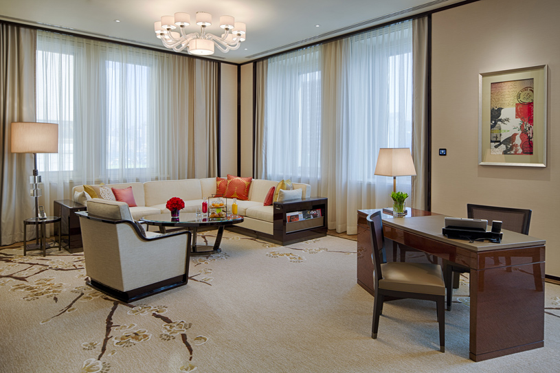 The Peninsula Hong Kong Deluxe Suite Living Room. Featuring chic, contemporary classic design enhanced by high ceilings and large windows, a Deluxe Suite affords the ability to comfortably host up to eight guests for dinner or drinks in the dedicated dining area, which doubles as a convenient meeting venue. A separate, luxuriously appointed bedroom features the finest creature comforts, including the latest fully-equipped audio-visual technology, as well as high-speed complimentary wireless broadband internet access to complete a supremely comfortable Deluxe Suite stay.