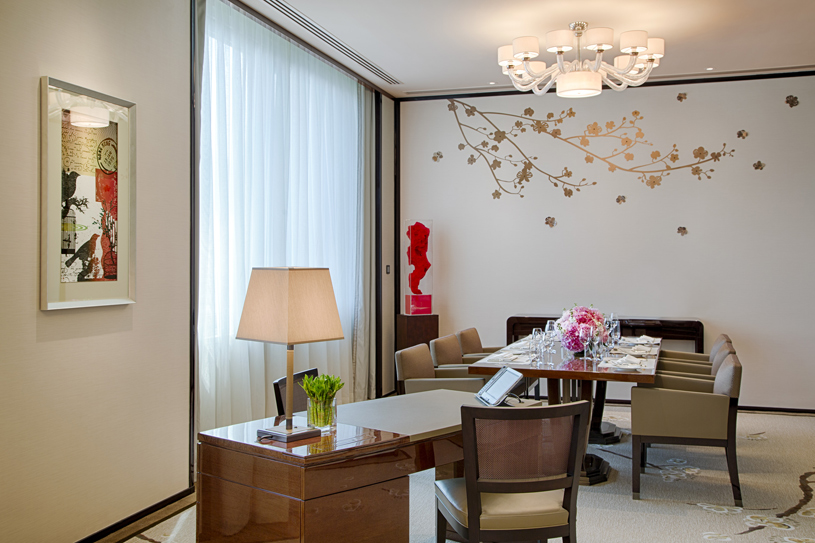 The Peninsula Hong Kong Deluxe Suite Dining Room. Featuring chic, contemporary classic design enhanced by high ceilings and large windows, a Deluxe Suite affords the ability to comfortably host up to eight guests for dinner or drinks in the dedicated dining area, which doubles as a convenient meeting venue. A separate, luxuriously appointed bedroom features the finest creature comforts, including the latest fully-equipped audio-visual technology, as well as high-speed complimentary wireless broadband internet access to complete a supremely comfortable Deluxe Suite stay.