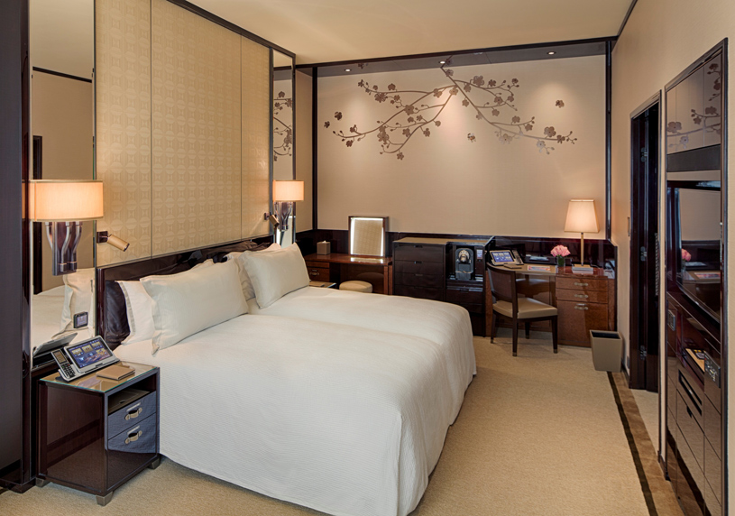 The Peninsula Hong Kong Deluxe Room Waterfront. Located on three sides of the original building of The Peninsula Hong Kong, with views over Hankow Road or the vibrant Middle and Nathan Roads, the Deluxe Room is more spacious than a Superior Room. These elegant rooms retain signature features such as large windows and high ceilings that are transformed with a chic, classically contemporary design aesthetic to maximise space and to discreetly house the ultimate in luxurious creature comforts. From the latest audio-visual technology to high-speed complimentary wireless broadband internet access, the Deluxe Room offers everything you would expect from Hong Kong's only truly historic five-star hotel.