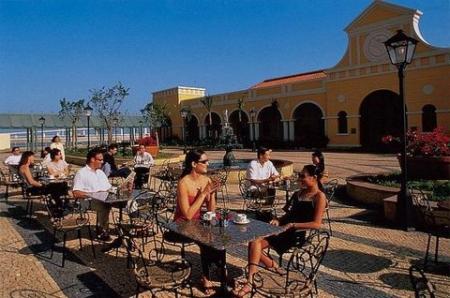 Dining - Sidewalk Cafe