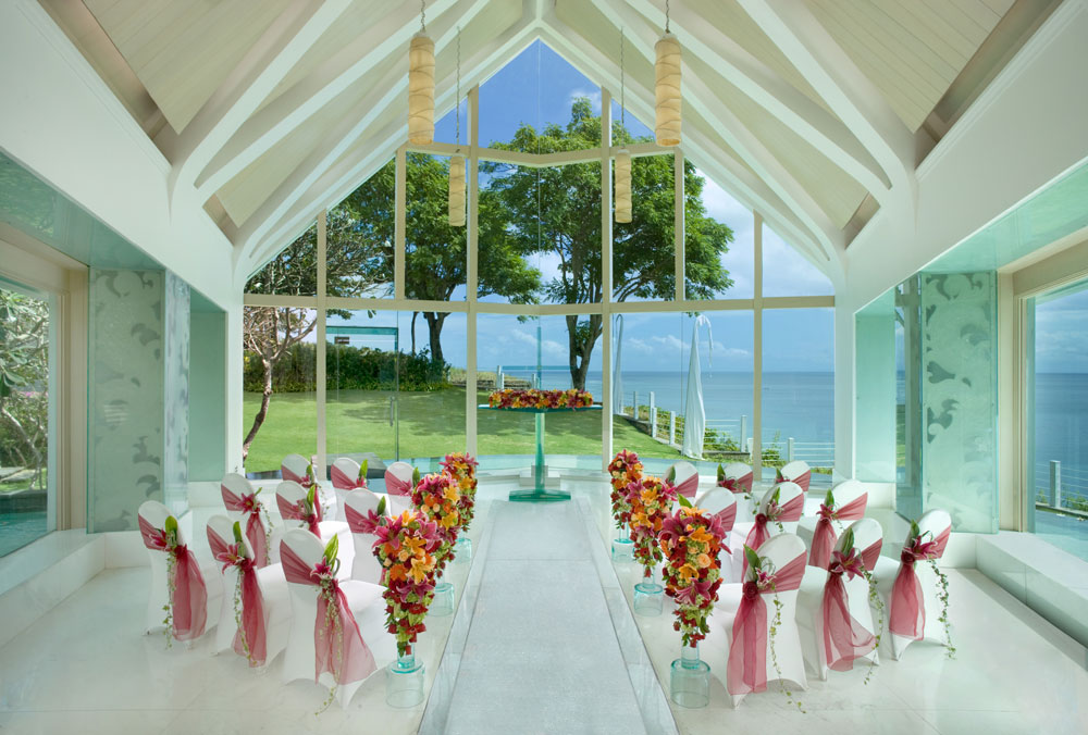 Tresna wedding chapel in Bali available for booking through AYANA Resort and Spa is a dramatically-illuminated chapel that majestically towers above the Indian Ocean. It features a see-through glass aisle with a flowingstone-lined river underneath that leads to a magnificent glass altar