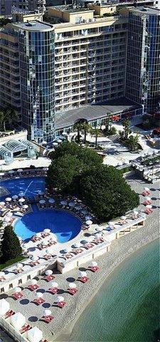 Le Meridien Beach Plaza