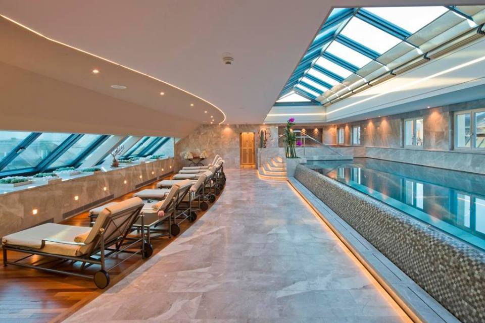 Brand new Rooftop Pool with Sky Domes and amazing views over the old town of Geneva - Enjoy underwater music