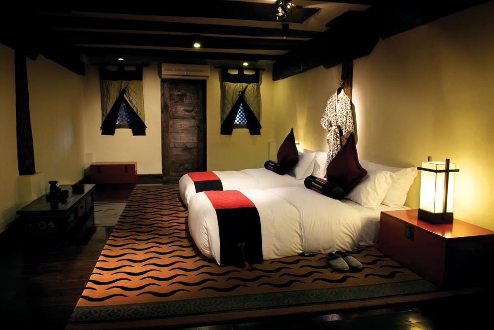 Tibetan Lodge Twin Bedroom at Banyan Tree Ringha