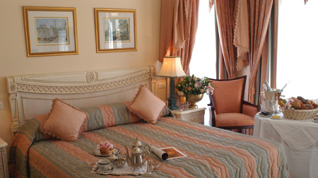 Le Vendome Standard Guest Room