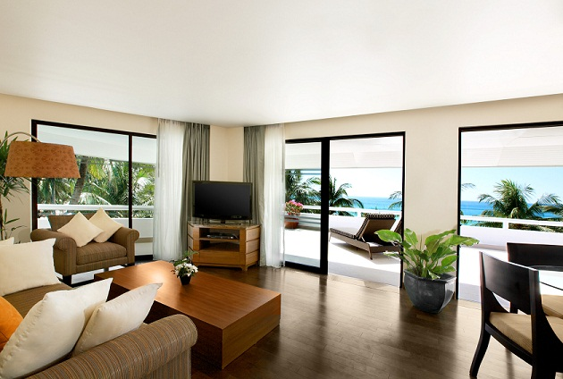 Le Meridien Phuket Beach Resort Oceanfront Deluxe Suite Living Area