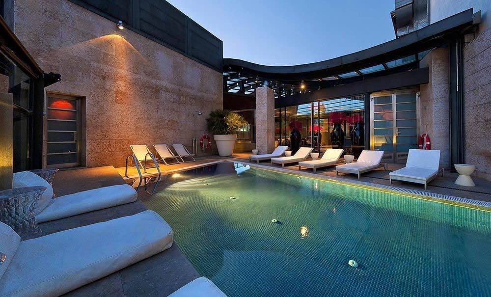 Rooftop pool of the Urban Hotel in Madrid