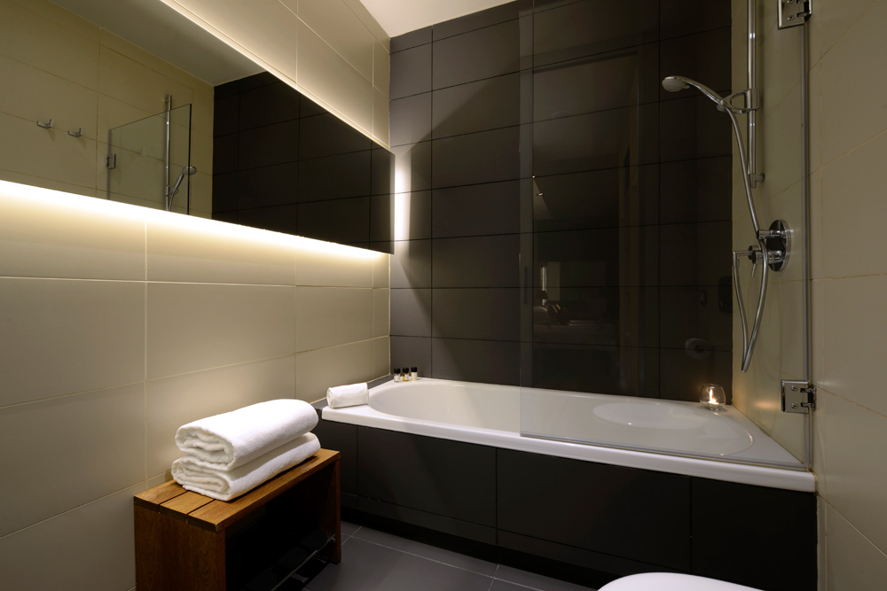 Suite Bath, Grand Hotel Central Barcelona
