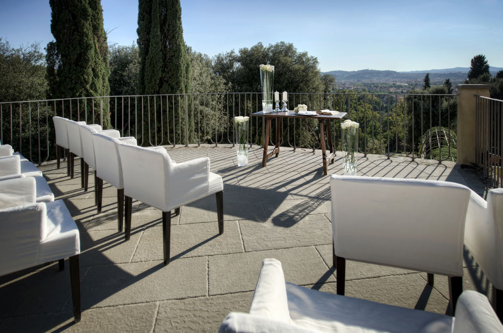 Outdoor Wedding Ceremony at Hotel ll Salviatino FlorenceItaly