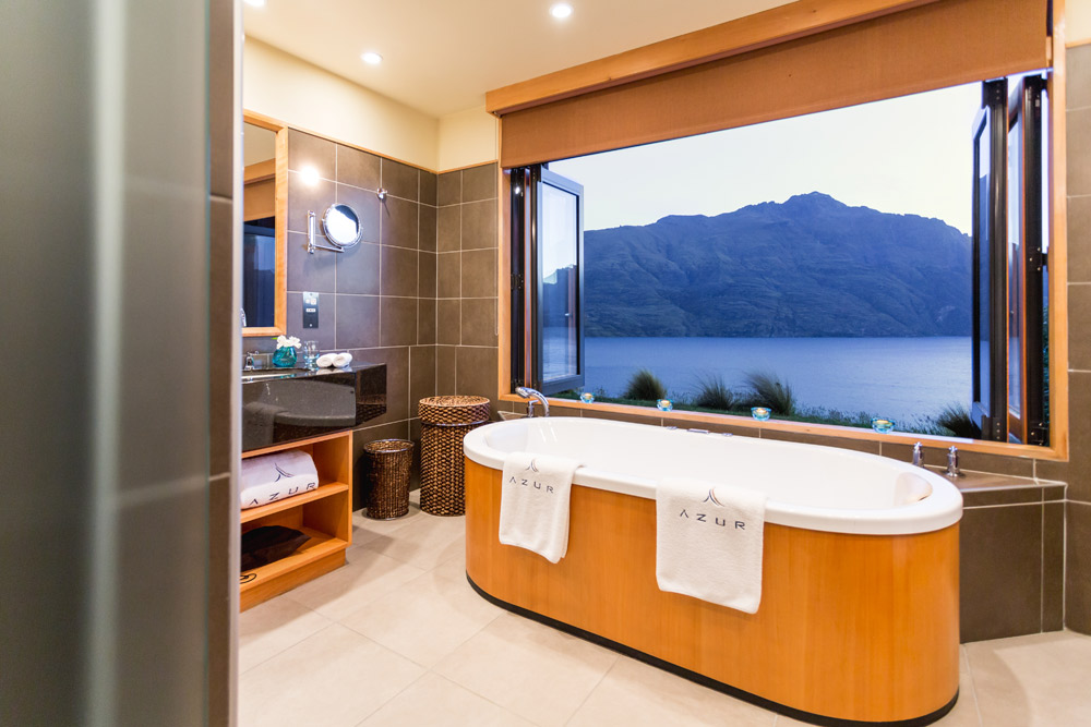 Enjoy a relaxing bath with breathtaking views at Azur Lodge, Queenstown