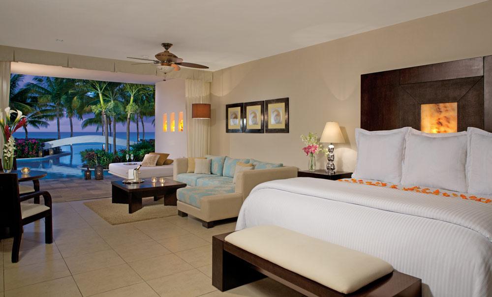 Swim Up Suite in Aura Cozumel Grand Resort