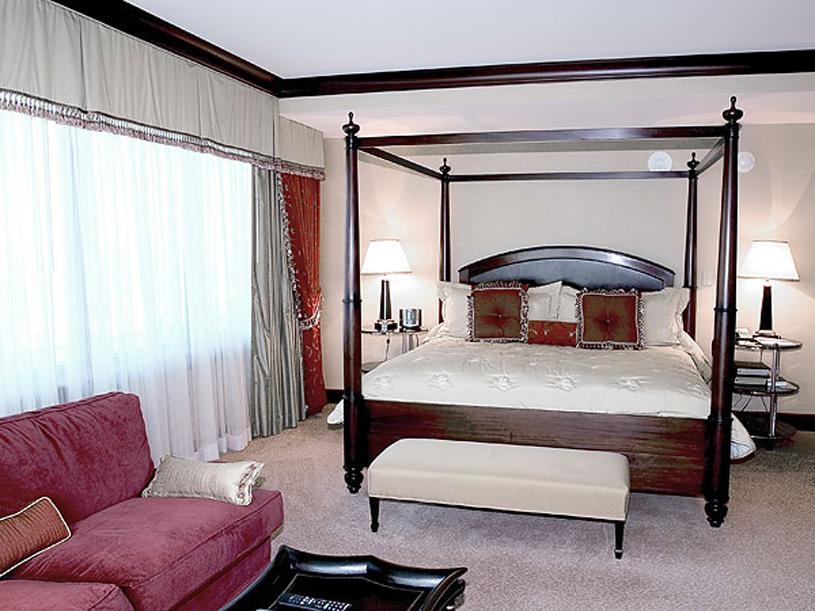 InterContinental Suites Cleveland Suite