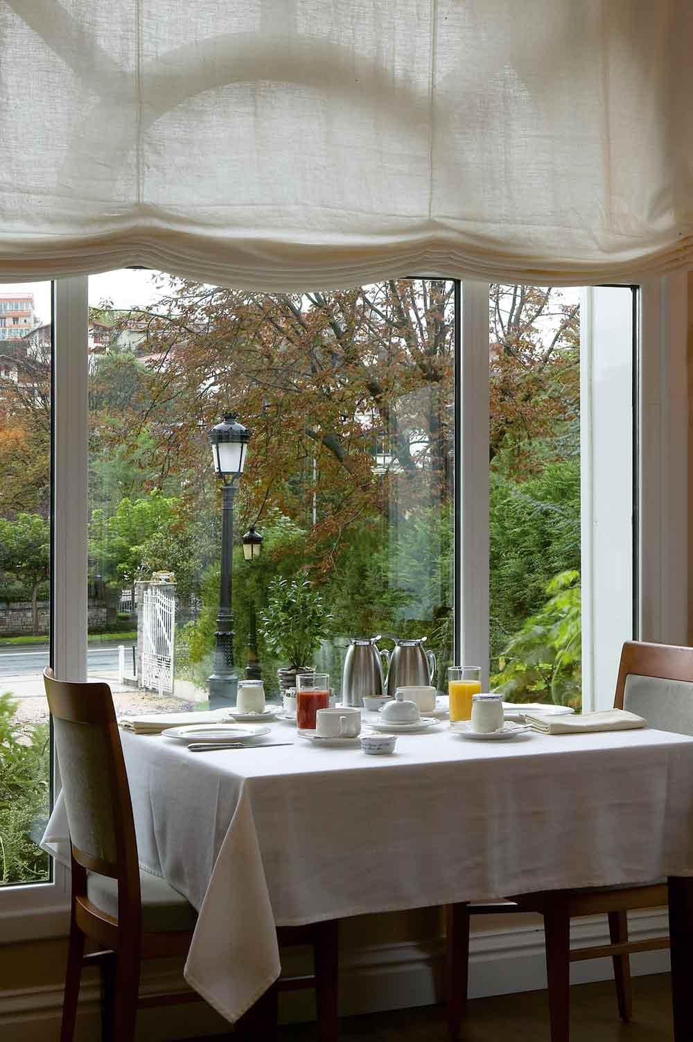 Dining at Villa Soro