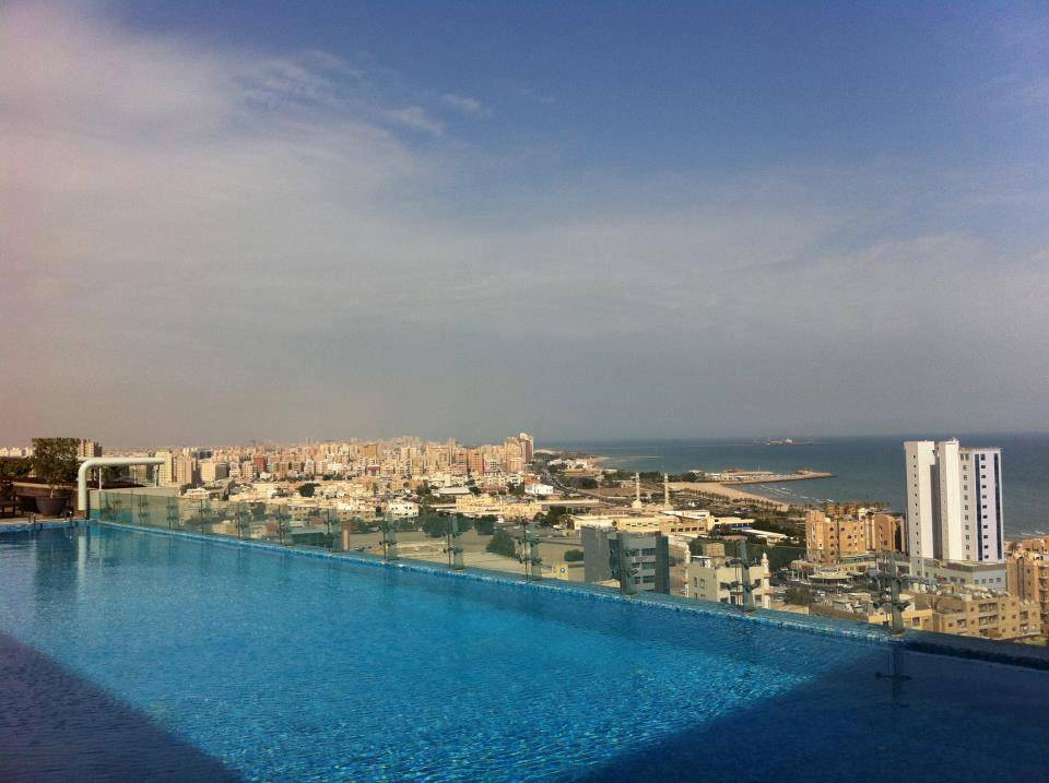 Al Manshar Rotana Hotel Rooftop Infinity Pool
