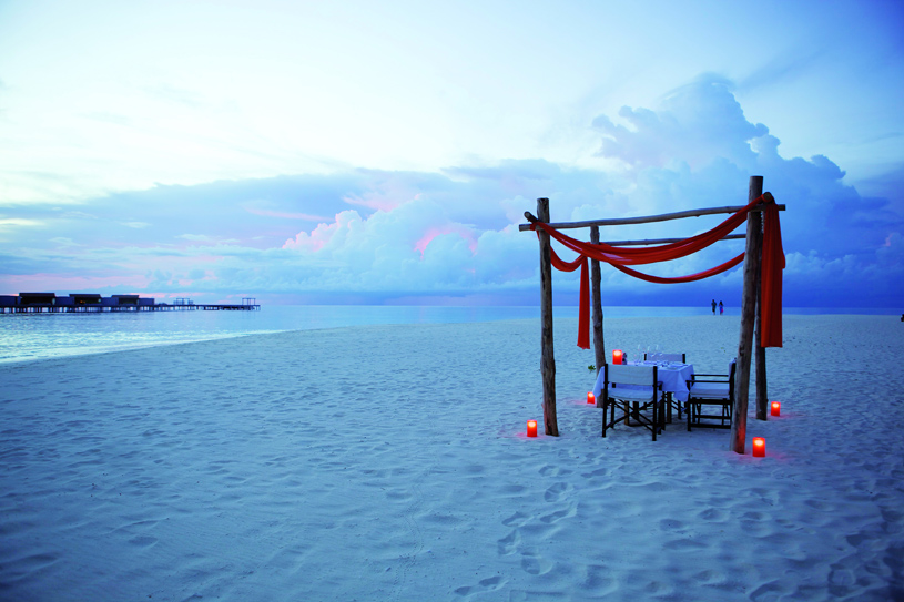 Park Hyatt Maldives Hadahaa Dining on the Beach