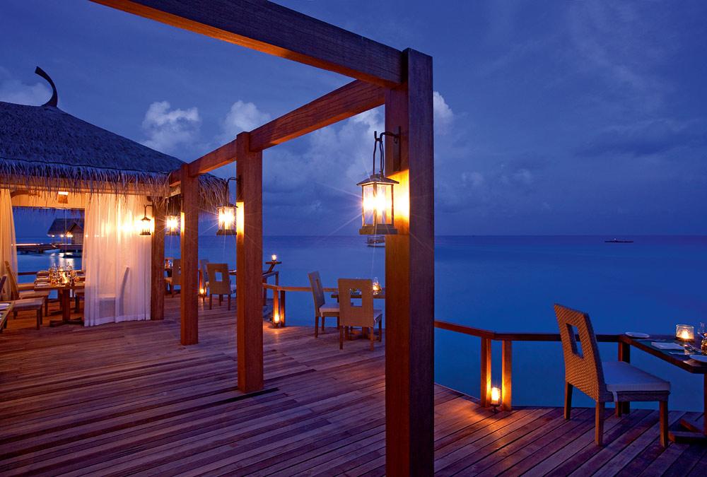 Constance Moofushi Resort Manta Restaurant.
