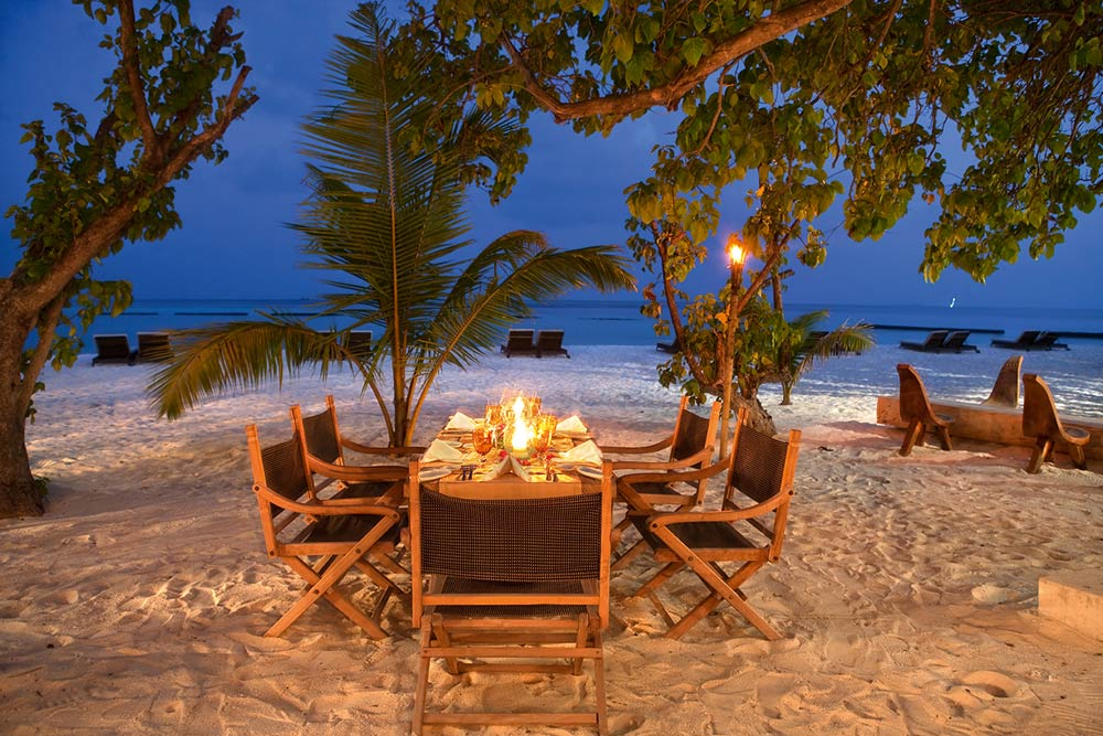 Constance Moofushi Resort Alizee Resaurant Outdoor Dining.