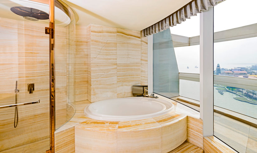 The Sheraton Huzhou Hot Spring Resorts Guest Room Bathroom