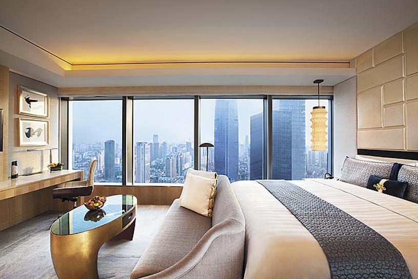 Jing An Shangri-La Hotel Guest Room