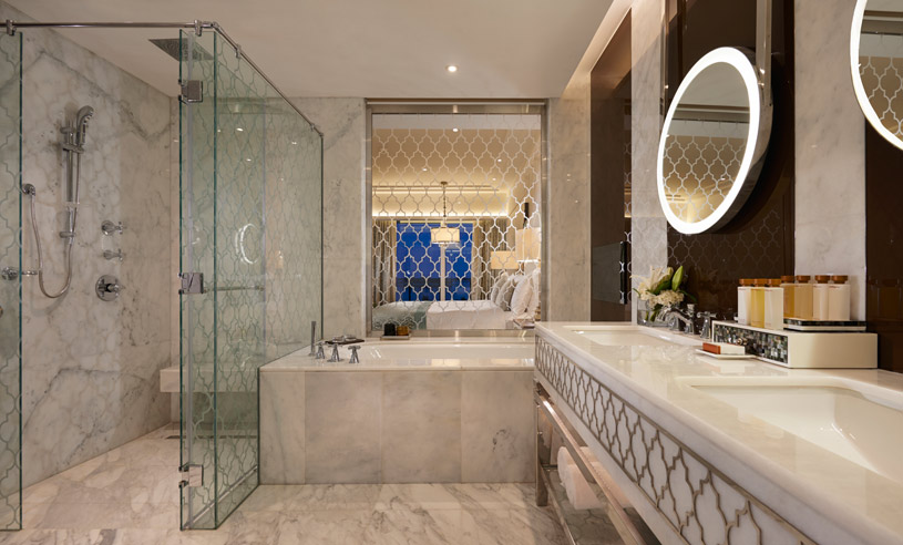Bathroom of the Two Queen Premier Room at Waldorf Astoria Dubai Palm Jumeirah
