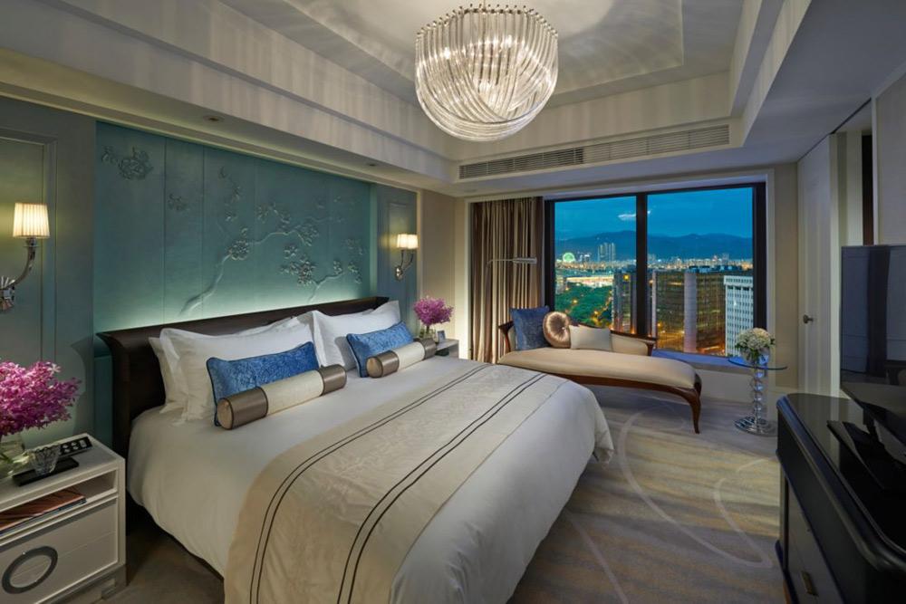 Taipei Suite City Bedroom at Mandarin Oriental Taipei, Taiwan