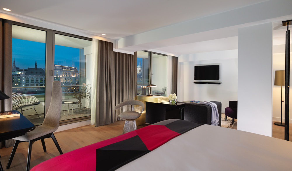 Guest suite at the Mondrian London