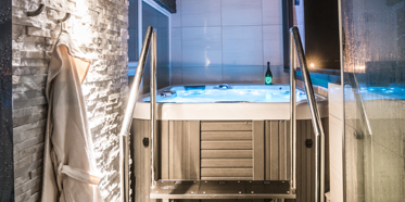Jacuzzi at Diamond Suites, Iceland