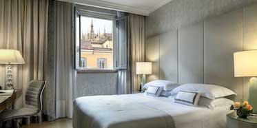 Rosa Grand Milano Deluxe Duomo View