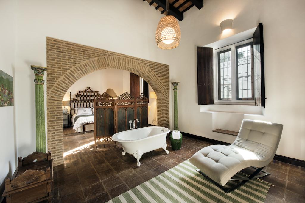 Bathroom of the Royal Suite at Casas de XVI