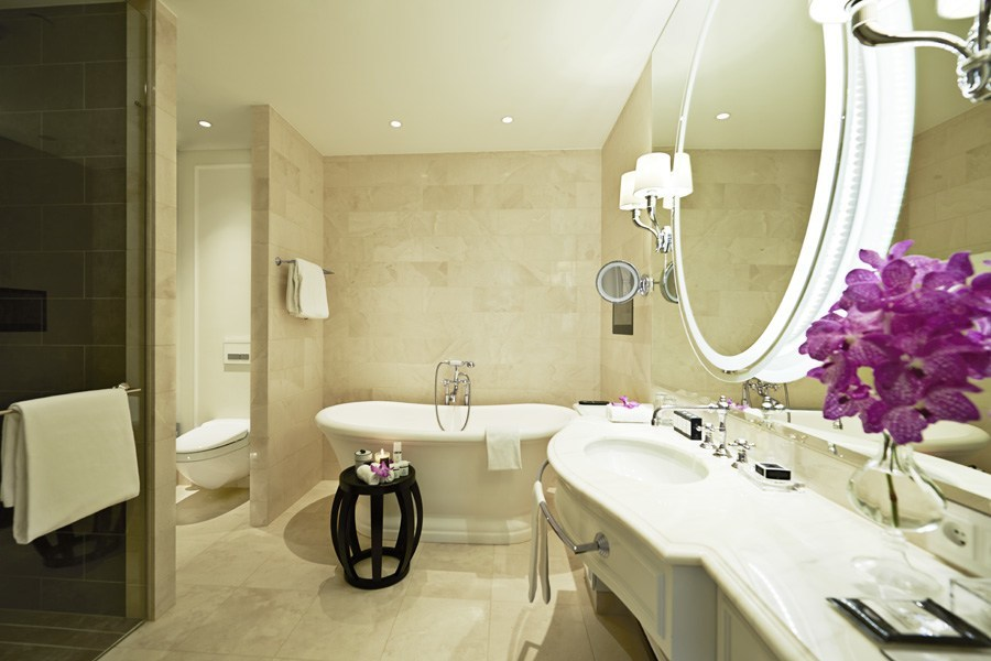 Royal Suite Bathroom at Hotel D'Angleterre