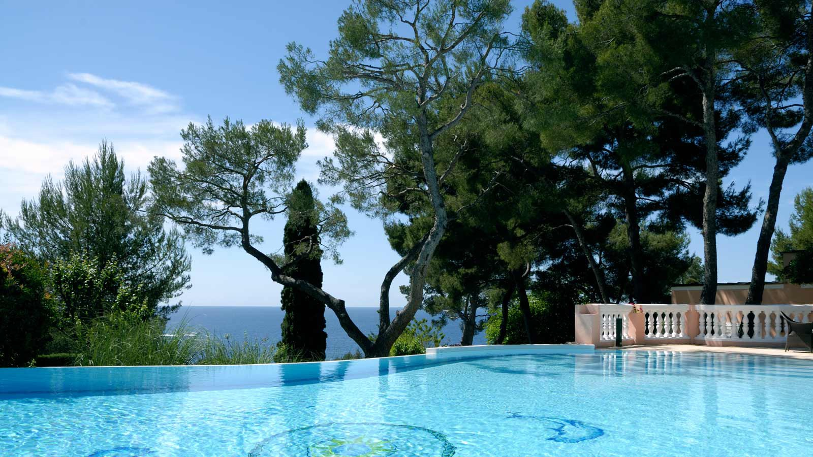 The private pool at the Villa Rose-Pierre