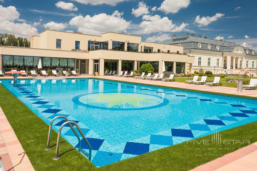 Outdoor Pool at Hotel Amade Chateau, Vrakúň, Slovakia