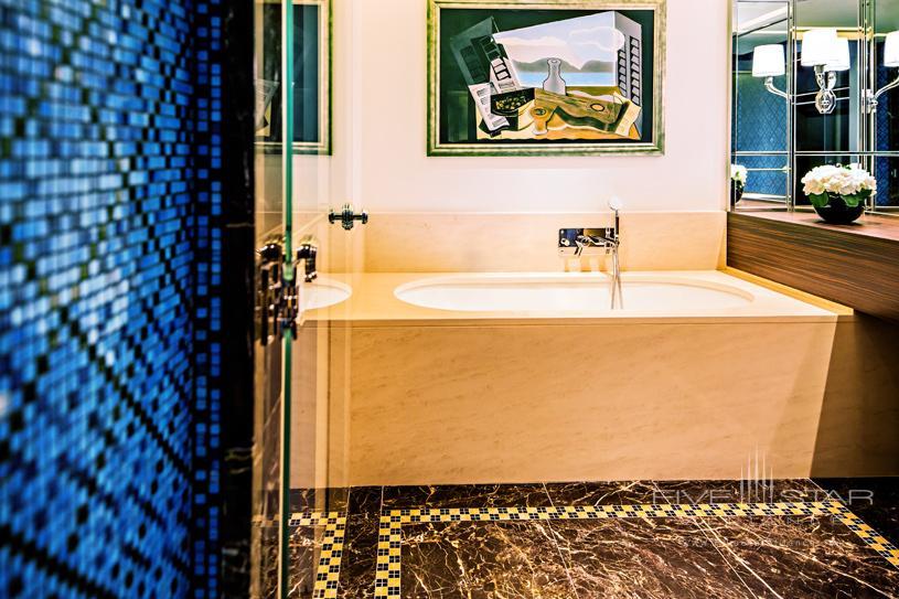 Hotel Prince De Galles Suite Bathroom
