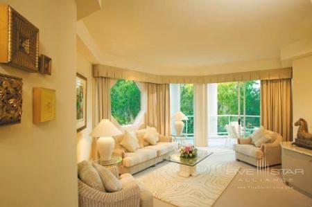 Villa Lounge Room - Individual Cream & Gold Decor