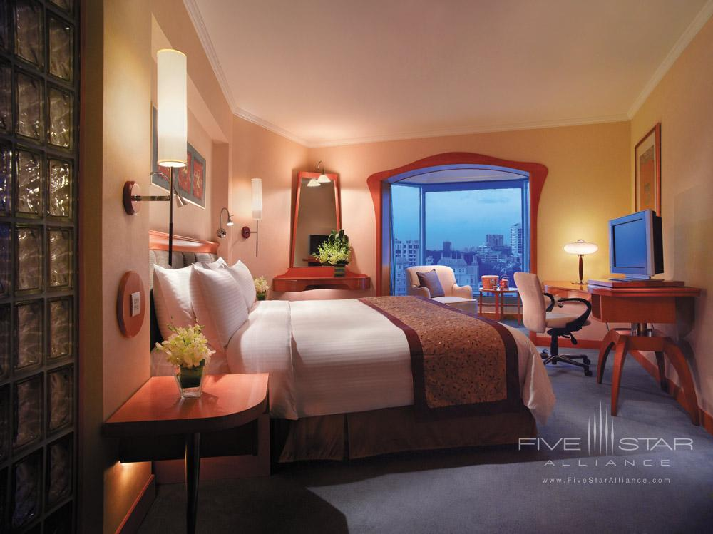 Guestroom at Shangri-La Hotel SingaporeSingapore
