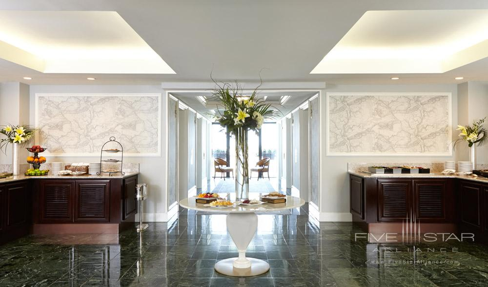Enjoy complimentary food and beverages on the club level of Belmond Charleston Place