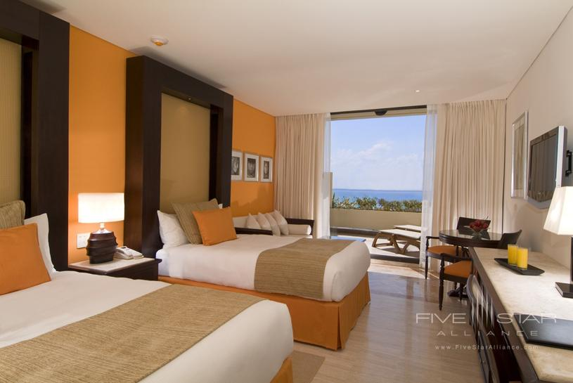Paradisus Cancun showing a deluxe guest room