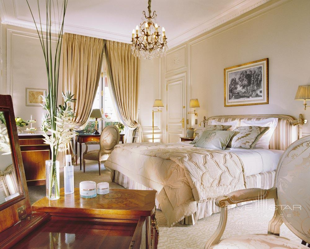 Deluxe Room at the Hotel Plaza Athenee Paris