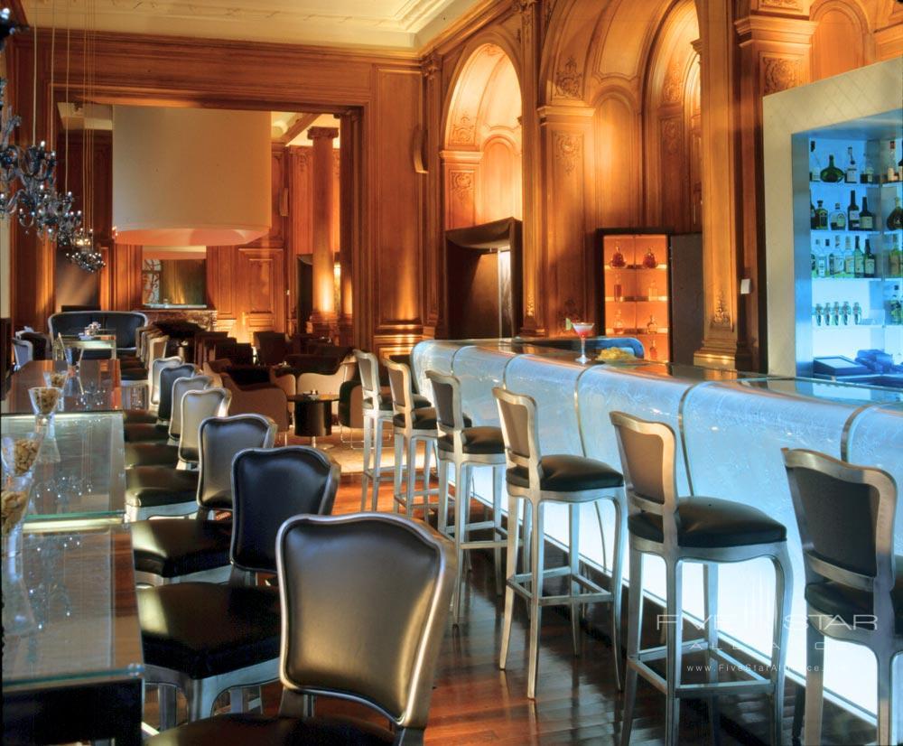 Le Bar Du Plaza at the Hotel Plaza Athenee Paris