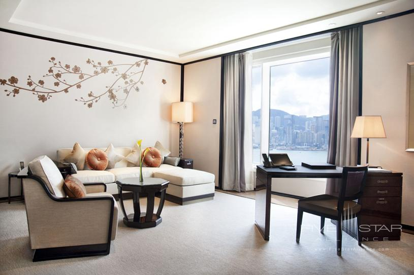 The Peninsula Hong Kong Deluxe HV Suite. Featuring chiccontemporary classic design enhanced by high ceilings and large windowsa Deluxe Suite affords the ability to comfortably host up to eight guests for dinner or drinks in the dedicated dining areawhich doubles as a convenient meeting venue. A separateluxuriously appointed bedroom features the finest creature comfortsincluding the latest fully-equipped audio-visual technologyas well as high-speed complimentary wireless broadband internet access to complete a supremely comfortable Deluxe Suite stay.